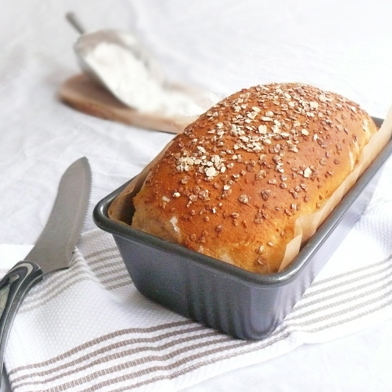 Country White Bread with Oats and Honey